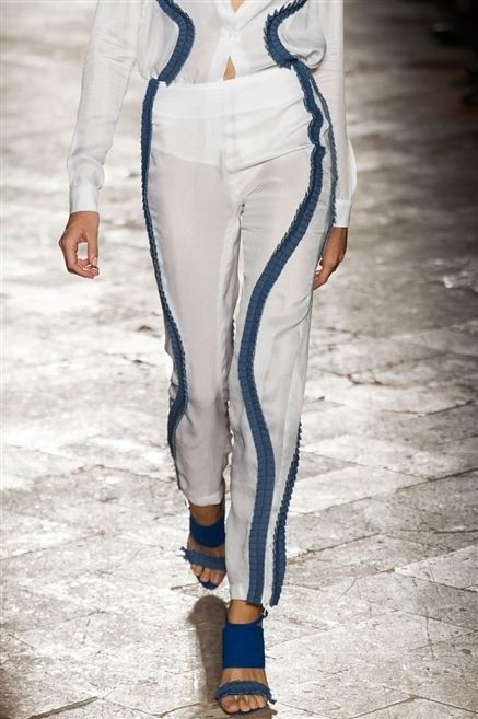 Textile, Human leg, Joint, Style, Street fashion, Fashion, Waist, Electric blue, Fashion show, Fashion model,