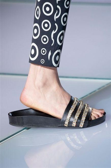 Human leg, Joint, Fashion, Pattern, Wrist, Foot, Toe, Nail, Ankle, Calf,