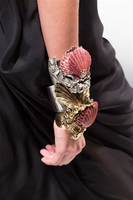 Finger, Sleeve, Joint, Wrist, Nail, Body jewelry, Wing, Thumb, Bird, Temporary tattoo,
