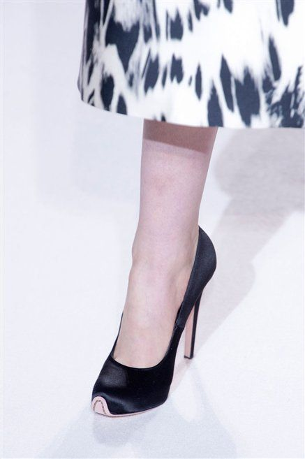 Footwear, Human leg, Joint, Style, Foot, Sandal, Fashion, Pattern, High heels, Basic pump,
