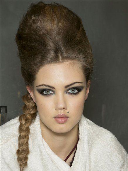Lip, Hairstyle, Skin, Chin, Forehead, Eyelash, Eyebrow, Style, Beauty, Fashion,