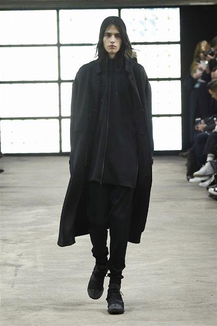 Clothing, Footwear, Sleeve, Fashion show, Outerwear, Style, Runway, Winter, Street fashion, Fashion model,