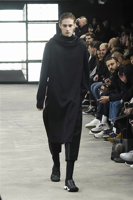 Trousers, Outerwear, Jeans, Style, Jacket, Fashion show, Fashion, Runway, Street fashion, Fashion model,