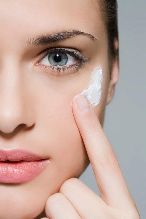 Finger, Lip, Brown, Skin, Forehead, Eyelash, Eyebrow, Nail, Eye shadow, Beauty,