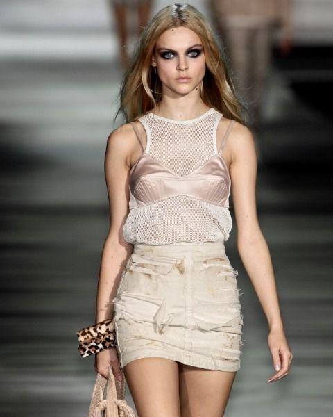 Skin, Shoulder, Joint, Waist, Style, Fashion model, Thigh, Eyelash, Fashion show, Beauty,