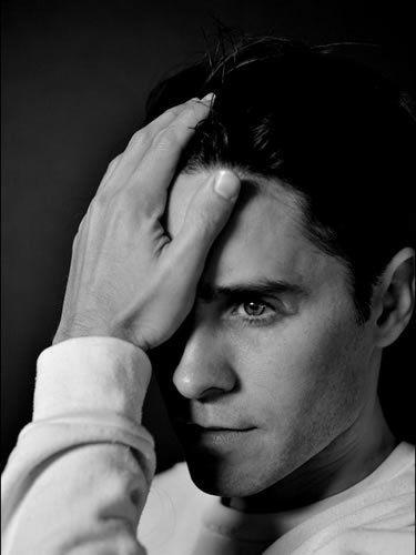 Ear, Forehead, Eyebrow, Wrist, Black hair, Style, Monochrome photography, Jaw, Monochrome, Black-and-white,