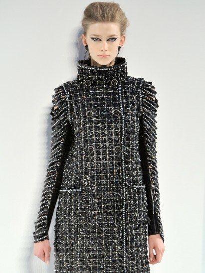 Sleeve, Shoulder, Textile, Joint, Style, Fashion show, Pattern, Street fashion, Dress, Fashion,