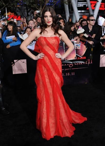 Clothing, Event, Dress, Strapless dress, Premiere, Red, Flooring, Formal wear, Style, Gown,