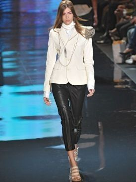 Clothing, Leg, Sleeve, Fashion show, Human body, Shoulder, Joint, Outerwear, Fashion model, Collar,