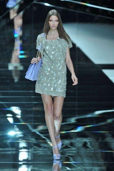 Fashion show, Shoulder, Dress, Runway, Human leg, Fashion model, Style, Waist, One-piece garment, Beauty,