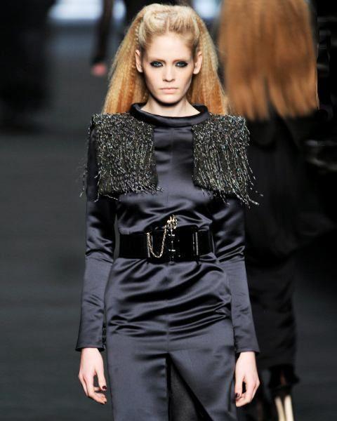 Outerwear, Fashion show, Style, Fashion model, Street fashion, Eyelash, Fashion, Waist, Runway, Model,