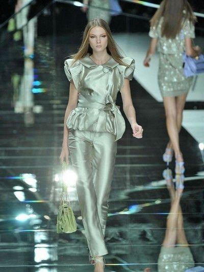Leg, Fashion show, Human body, Human leg, Runway, Fashion model, Style, Waist, Dress, Thigh,