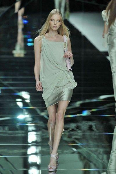 Fashion show, Hairstyle, Dress, High heels, Shoulder, Human leg, Joint, Runway, Fashion model, Style,