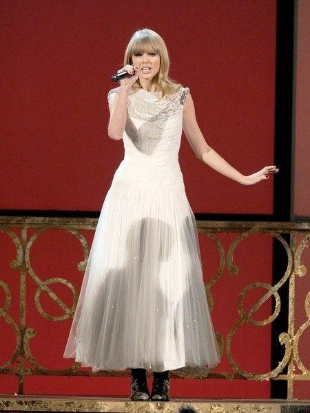Clothing, Dress, Formal wear, One-piece garment, Gown, Waist, Fashion, Wedding dress, Day dress, Embellishment,