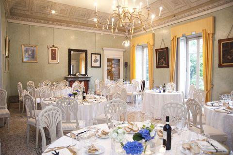 Tablecloth, Room, Interior design, Furniture, Textile, Dishware, Ceiling, Table, Linens, Interior design,