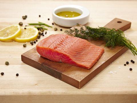 Come cucinare il salmone crudo fresco e affumicato