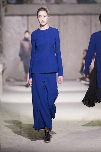 Blue, Sleeve, Shoulder, Fashion show, Style, Electric blue, Street fashion, Waist, Fashion model, Fashion,