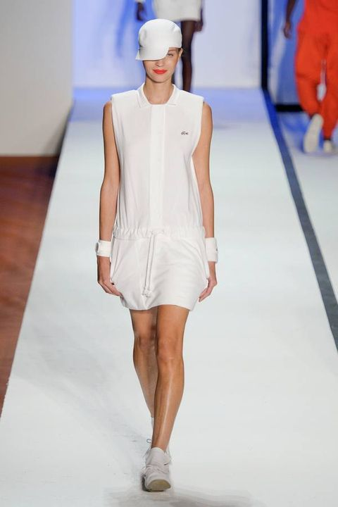 Fashion show, Sleeve, Shoulder, Human leg, Joint, White, Fashion model, Runway, Style, Dress,