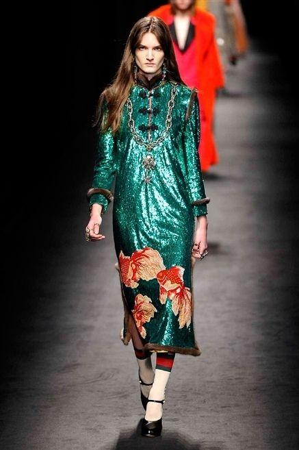 Fashion show, Style, Fashion model, Street fashion, Runway, Fashion, Jewellery, Knee, Model, High heels,