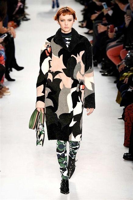 Clothing, Winter, Fashion show, Runway, Joint, Fashion model, Outerwear, Style, Street fashion, Fashion,