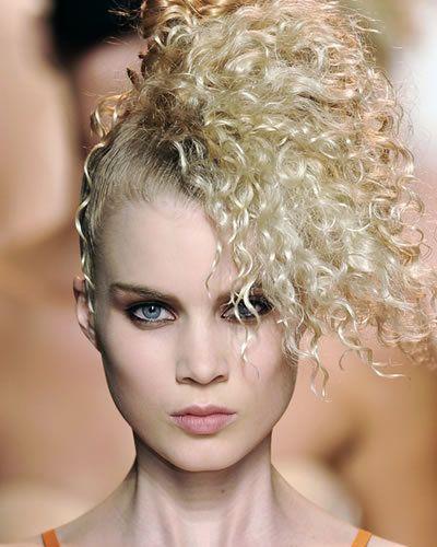 Lip, Hairstyle, Skin, Chin, Eyebrow, Eyelash, Style, Jaw, Blond, Portrait photography,