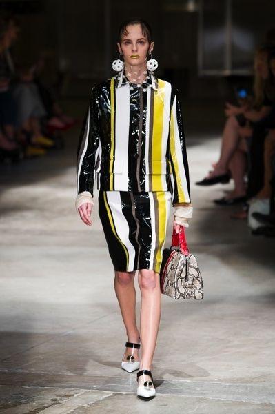 Clothing, Fashion show, Shoulder, Runway, Outerwear, Fashion model, Style, Fashion, Model, Street fashion,