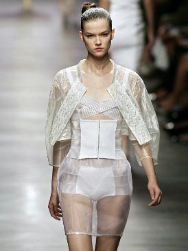 Fashion show, Skin, Sleeve, Human body, Shoulder, Joint, Waist, Runway, Fashion model, Style,