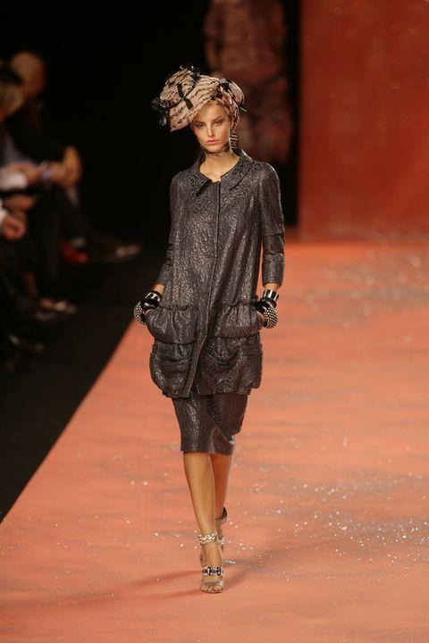 Fashion show, Shoulder, Dress, Joint, Runway, Style, Fashion model, Waist, One-piece garment, Fashion,