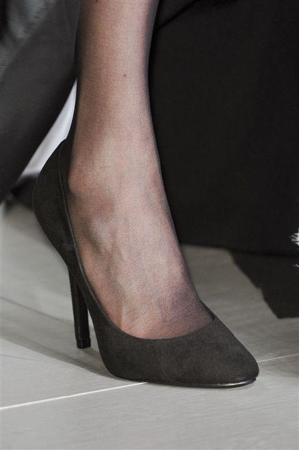 Human leg, Joint, Foot, Close-up, Calf, Ankle, Court shoe, Basic pump, Flesh, Dancing shoe,