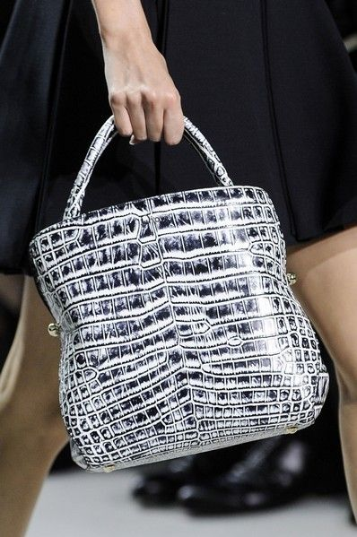 Product, Bag, White, Style, Fashion, Black, Luggage and bags, Pattern, Shoulder bag, Street fashion,