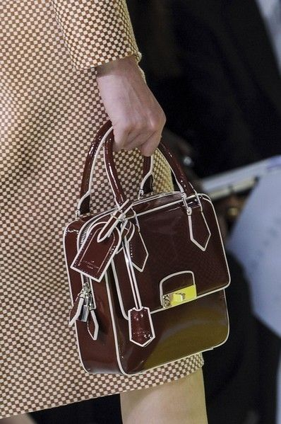 Brown, Bag, Pattern, Style, Fashion accessory, Shoulder bag, Luggage and bags, Fashion, Khaki, Tan,