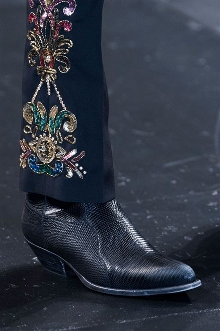 Fashion, Black, Jewellery, Boot, Natural material, Street fashion, Leather, Body jewelry, Fashion design, Silver,