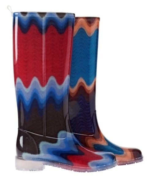 Scarpe e stivali in gomma a prova di pioggia.