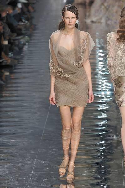 Shoulder, Fashion show, Human leg, Joint, Runway, Dress, Style, Waist, Fashion model, Beauty,