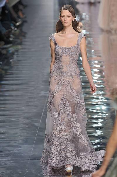 Shoulder, Dress, Fashion show, Style, Formal wear, One-piece garment, Fashion model, Fashion, Waist, Street fashion,