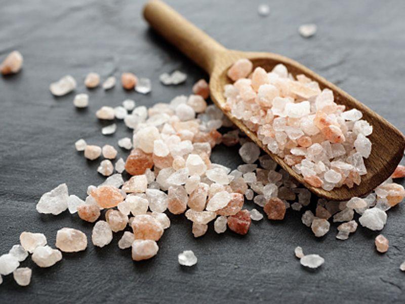 Curarsi con il sale: 3 consigli super veloci su come usarlo nel modo corretto