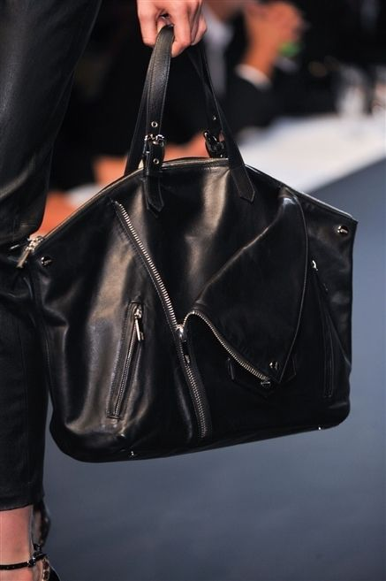 Bag, Style, Leather, Shoulder bag, Fashion, Luggage and bags, Street fashion, Hobo bag, Liver, Material property,