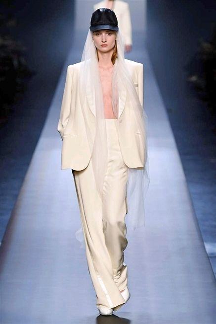 Fashion show, Outerwear, Runway, Style, Fashion model, Fashion, Model, Beige, Fashion design, Long hair,