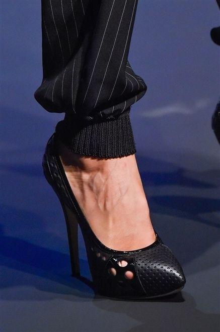 Footwear, Leg, Human leg, Joint, Sandal, High heels, Foot, Fashion, Leather, Toe,
