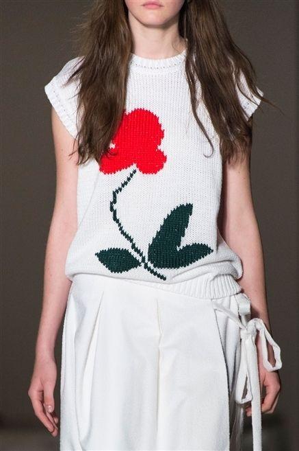 Shoulder, Textile, Joint, White, Fashion, Waist, Pattern, Bag, Long hair, Brown hair,