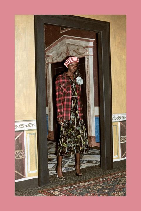 Street fashion, Waist, Vintage clothing, Beige, Tartan, Maroon, Door, One-piece garment, Visual arts, Home door,