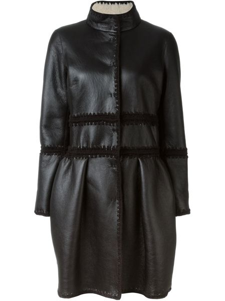 Clothing, Sleeve, Textile, Outerwear, Coat, Style, Jacket, Fashion, Black, Natural material,