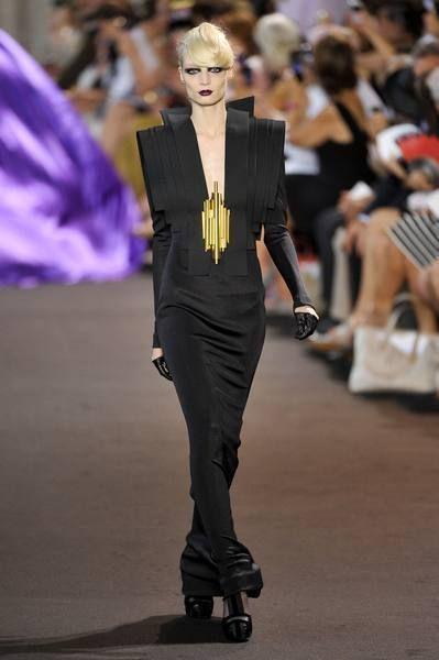 Fashion show, Runway, Style, Fashion model, Fashion, Public event, Street fashion, Model, Waist, Haute couture,
