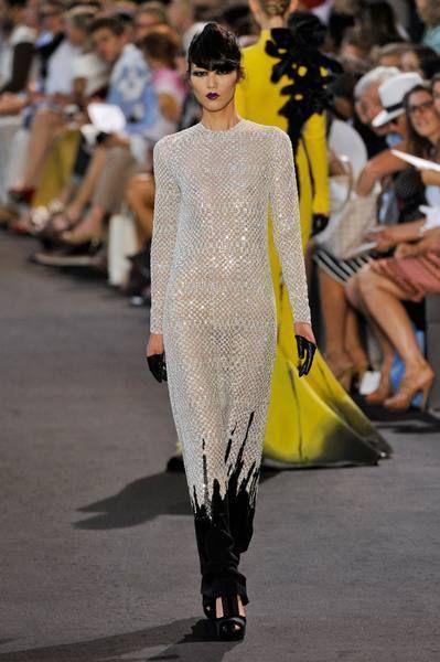 Clothing, Footwear, Fashion show, Runway, Fashion model, Style, Street fashion, Fashion, Model, Public event,