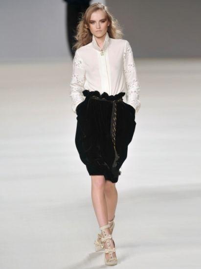Clothing, Fashion show, Human body, Shoulder, Human leg, Runway, Joint, Outerwear, Style, Waist,