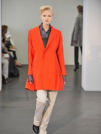 Footwear, Sleeve, Shoulder, Fashion show, Collar, Standing, Outerwear, Style, Runway, Formal wear,