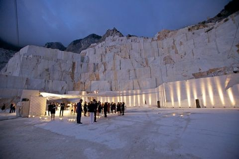 Winter, Freezing, Snow, Tourism, Formation, Shadow, Tourist attraction, Ice, Historic site, Ancient history,