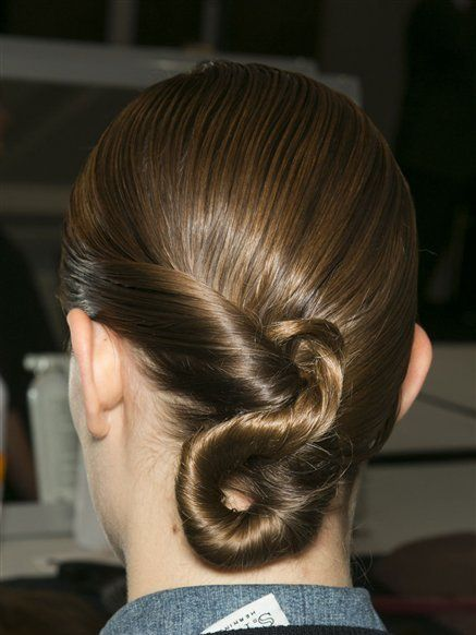 Hair, Head, Ear, Hairstyle, Forehead, Earrings, Style, Fashion, Temple, Neck,