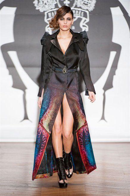Fashion show, Outerwear, Runway, Style, Fashion model, Floor, Flooring, Fashion, Boot, Knee,