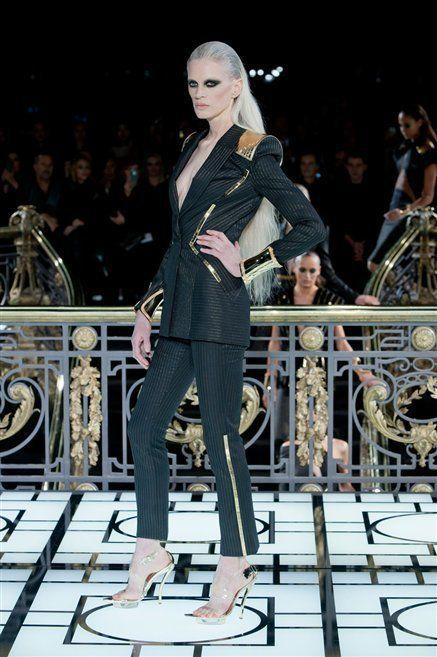 Style, Fashion accessory, Fashion, Street fashion, Runway, Fashion show, Fashion model, Fashion design, Mime artist, Glove,